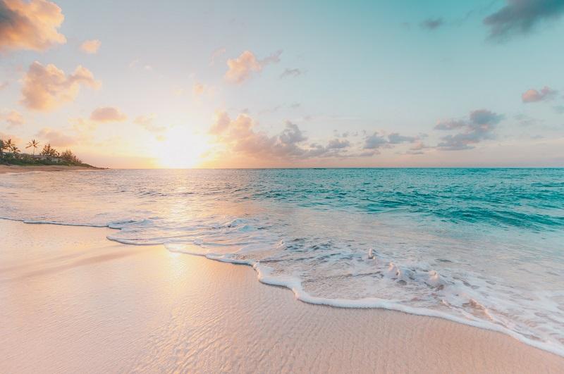 Foto de portada del amanecer en una playa