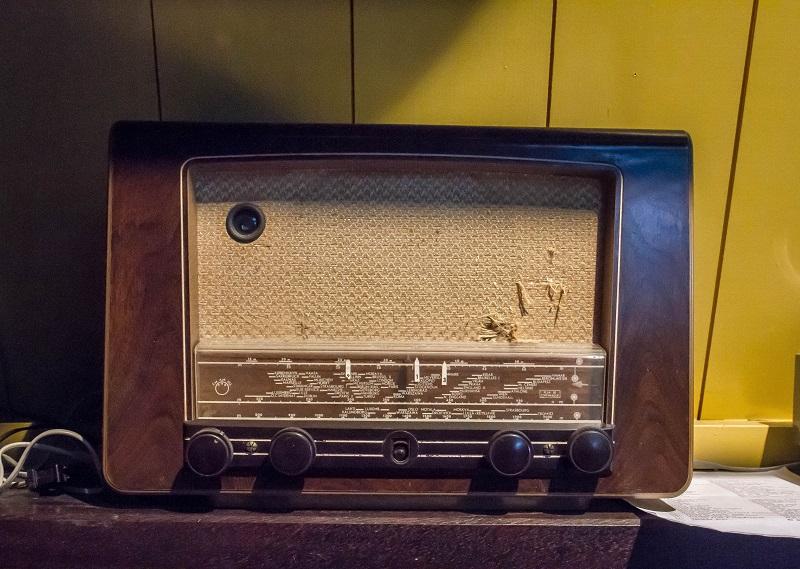 Foto de una radio antigua